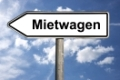 Detailansicht eines Wegweisers mit der Aufschrift Mietwagen | Detail photo of a signpost with the german inscription hire car