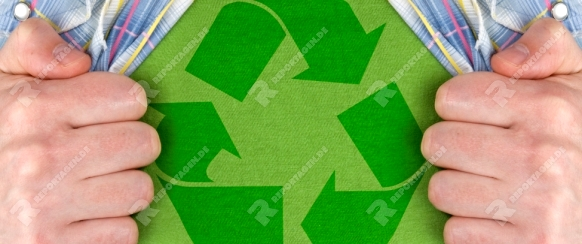 man showing the recycle symbol on a green T-Shirt