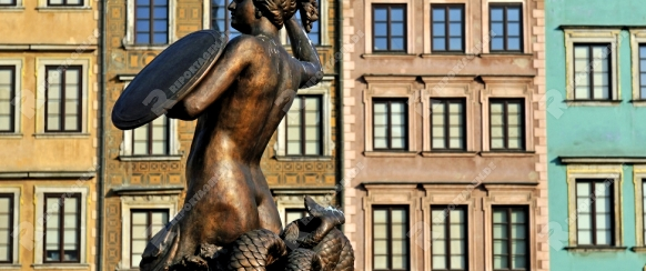 Altstadt von Warschau (Polen). Die Meerjungfrau ist das Mittelstück in einem Springbrunnen am Altstädter Markt. 